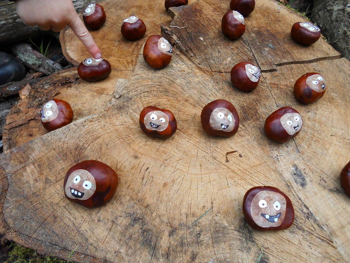 Basteln mit Kastanien im Waldkindergarten in Bleckede